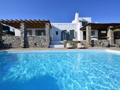 Photo for Villa Coconut with private pool next to Naoussa