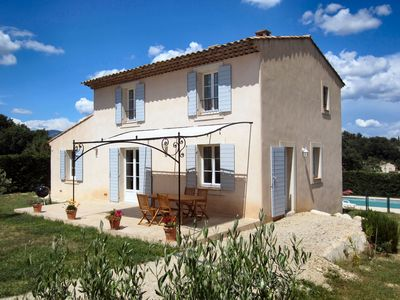 Photo for Charming provencal house with swimming pool for Luberon vacation