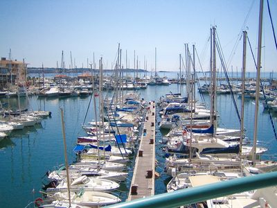 Photo for Appt VERY BEAUTIFUL SEA VIEW and marina, with SWIMMING POOL / parking, 2 min walk to beach gd