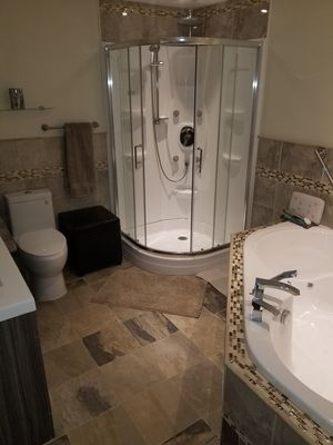 Photo for Jacuzzi, Wineries, Shaw Festival, Spas, golfing Niagara Outlet Mall, Gazebo yard