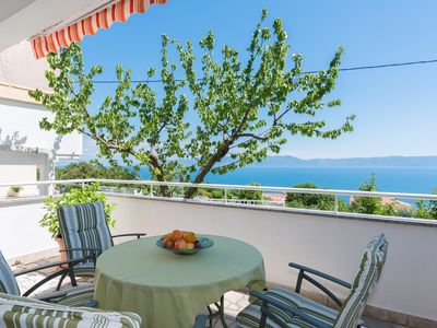 Photo for Holiday apartment with terrace, sea view and view of the island of Cres