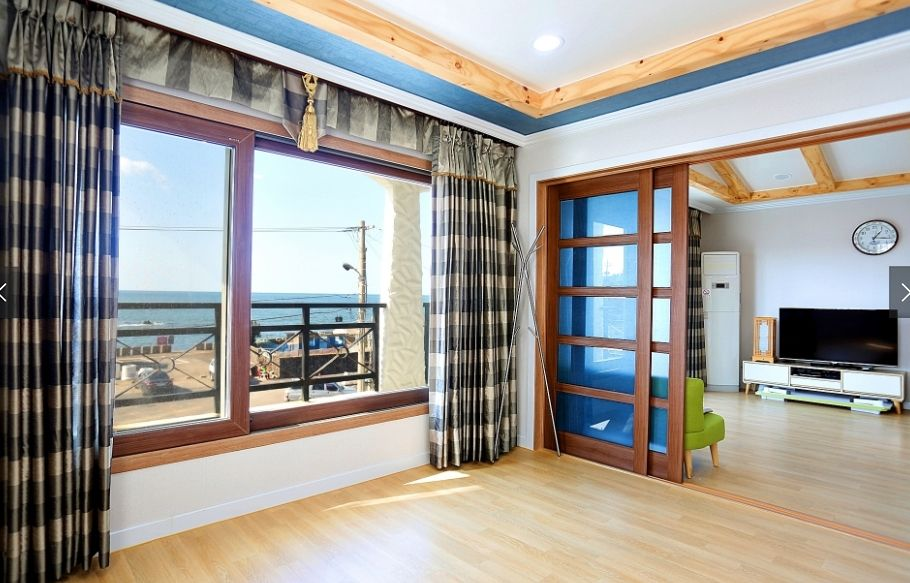Ocean view clean house for family (202)