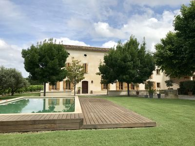 Photo for Large Provençal farmhouse, surrounded by vineyards, 5 bedrooms with bathroom, pool