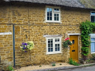 Photo for HOOKY COTTAGE, character holiday cottage in Hook Norton, Ref 988863