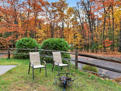 Photo for Charming lakefront condo w/ gas fireplace, private deck close on chain of lakes!