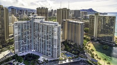 New Ilikai Unit!  10th floor-  Fireworks & Lagoon front view
