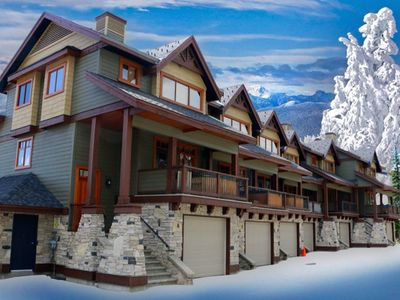 Ski Break Lodge - luxurious townhouse end unit with lots of natural light