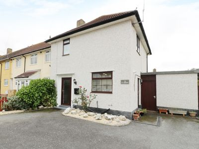 Photo for TY MEIRION, pet friendly, with a garden in Tywyn, Ref 963619