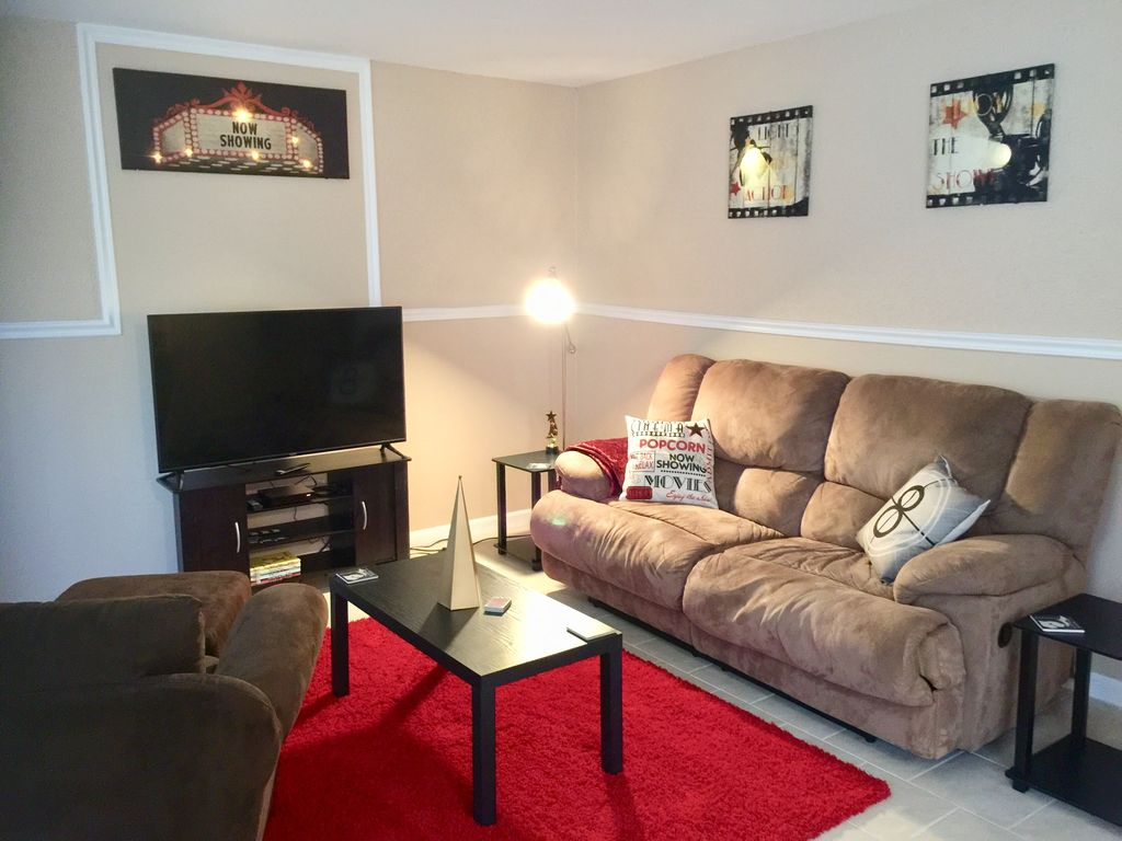 Red Carpet Movie Themed Home In Westland Westland