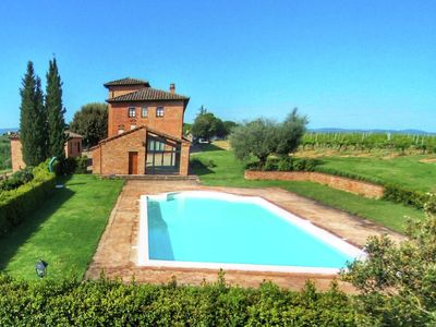 Photo for Agriturismo with swimming pool and view over vineyard Vino Nobile di Montepulciano