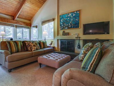 Photo for Cozy condo w/ shared pools, hot tub, tennis courts, & a gym - shuttle to slopes