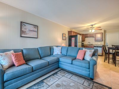 Photo for A3D Sands Village-Charming 2 BR/1BA. Sleeps 6. Steps to Coligny and beach! Community Pool!