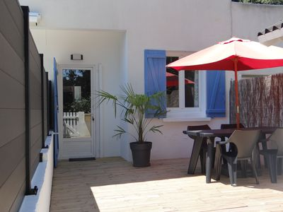 Photo for Nice 2 rooms 2 to 4 people with large terrace, near beach, quiet