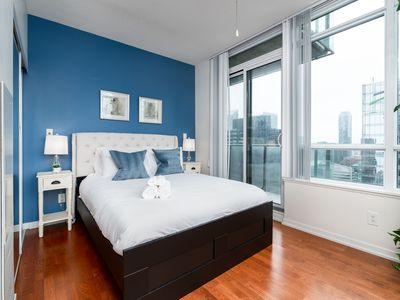 Photo for 1BR+3 Queen BED Sleeps 6 Mapleleaf Square,MTCC,CN