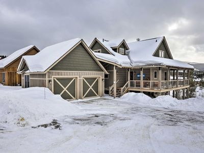 Photo for New 4-Bedroom 4-Bath Family Cabin - Walk to Bus!