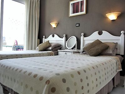 Bedroom with 2 single beds which can be put together.