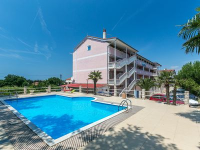 Photo for Apartment with an outdoor pool, Medulin, Croatia