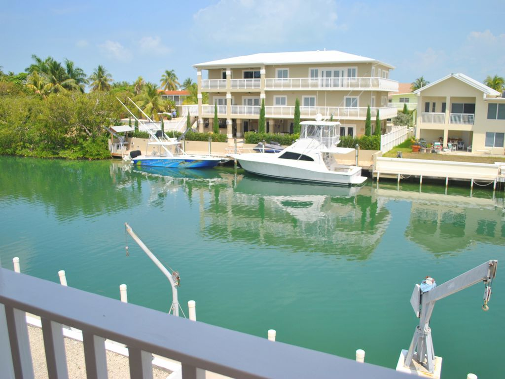 152 valencia drive 4 bedroom canal home in venetian shores for Venetian shores