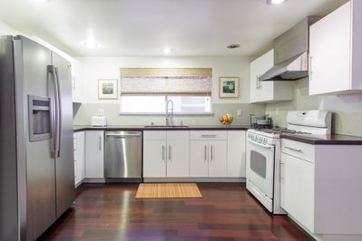 Modern kitchen..Ceaser stone counters, Keurig coffee machine, BBQ in the patio..