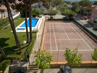 Photo for L'Escala Resort Holiday apartment with pool, tennis and beach side