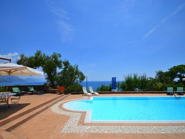 Fabulous modern Italian style beach villa with swimming pool, garden and parking - Apartment with sea view terraces. Shared use of the swimming pool
