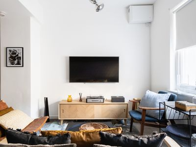 Photo for The Pimlico Terrace - Modern 3BDR Apartment next to Victoria