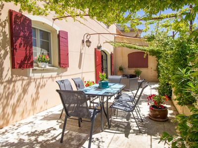 Photo for A vibrant villa perfectly located for social butterflies