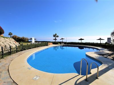 Photo for Spacious groundfloor apartment with air-con, Close to beach, pools and Estepona town