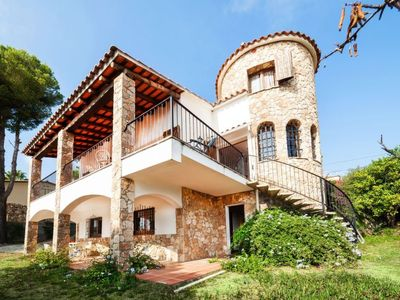 Photo for 3 bedroom Villa, sleeps 5 with Walk to Shops