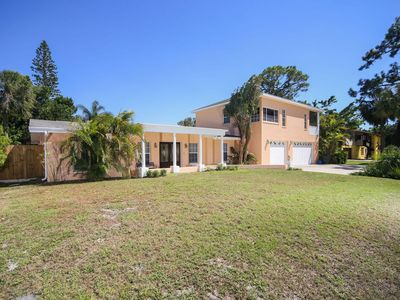 Photo for Large family home with private backyard and hot tub just 5 minutes to Siesta Key!