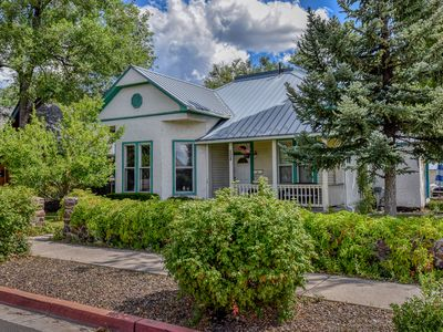Victorian Suite Downtown Flagstaff, sleeps 6, with Hot tub!
