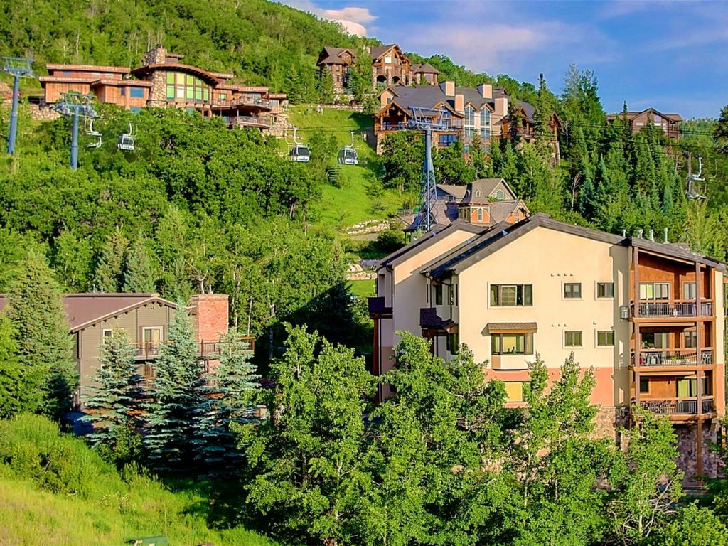 Spectacular Views, Spacious Mtn Setting, Garage, 2 FREE Hot Springs  Pool/Fitness Cntr 1-Day Passes! - Steamboat Ski Resort