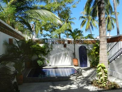 Ahhh....Privacy, relaxing pool, BBQ grill, swaying palms & sounds of ocean waves