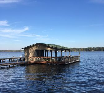Boat House with plenty of room to relax and enjoy the view, fish or just visit.