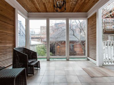 Spacious 3 Br Downtown ♥ Parking and Private Sunroom ♥ Rare ♥ Amazing Location