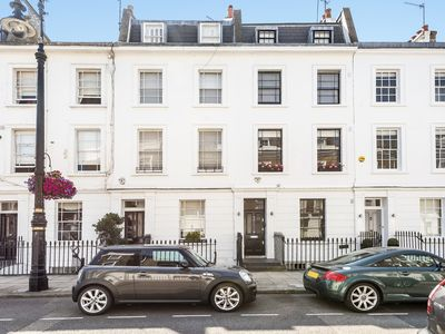 Photo for Charming 2 bed apartment in a classic Pimlico townhouse, sleeps 5 (Veeve)