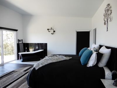 Photo for Luxury accommodation  - King size beds - stunning views - 5mins to Oberon