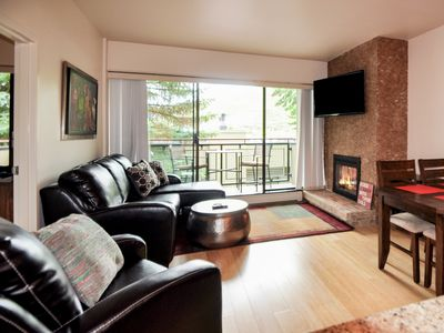 2bd/2ba remodeled Park City condo. Walk to PCM lifts; heated pool and hot tub