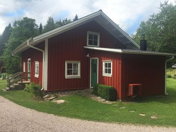 A former weaving cottage situated in the green Ätradalen.