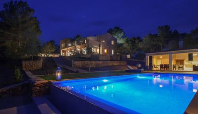 Photo for Villa for 10 with pool and ping pong, garden, Chill out area, air, Portocolom