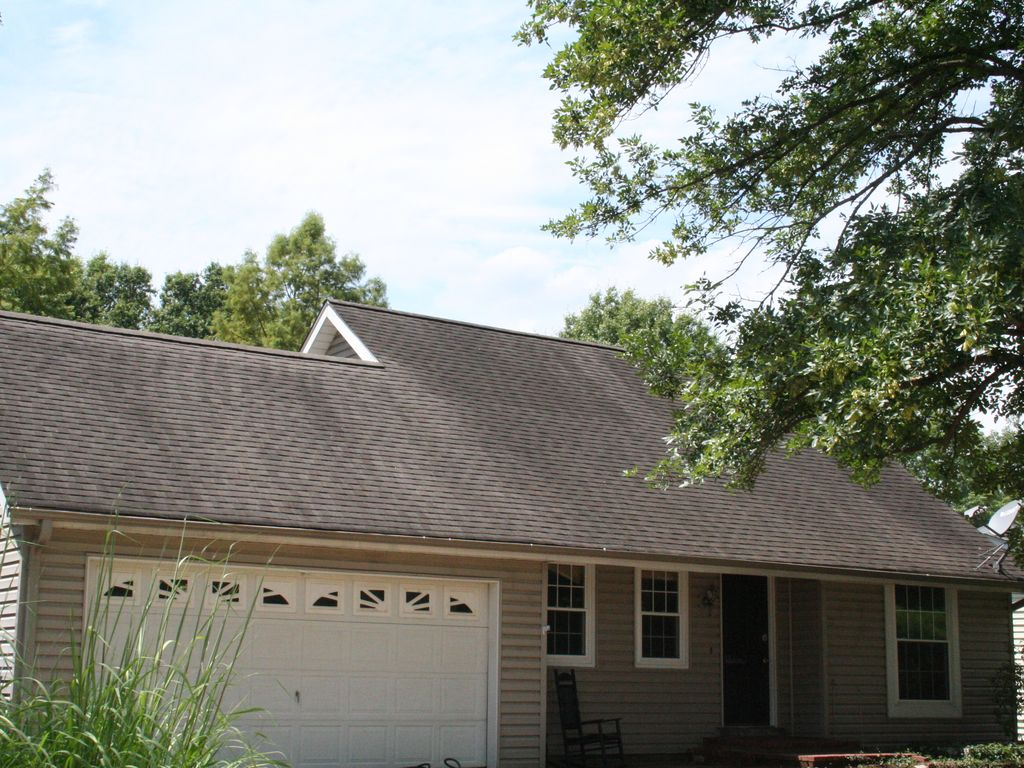 3 Bedroom Home St. Louis County, Missouri with Prime Solar Eclipse Viewing