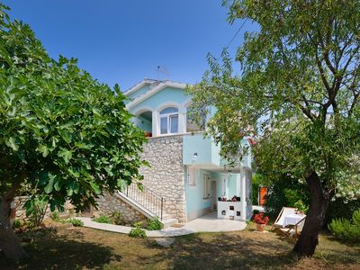Photo for Apartment with bedroom, bathroom, kitchen, WiFi, terrace, barbecue and only 700 meters to the nature park Cape Kamenjak