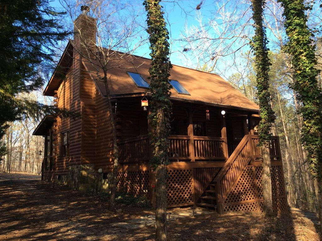 Beautifully Furnished Secluded Cabin In Pin... - VRBO