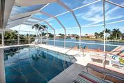 MARIANA COURT - Luxurious 5 Bedroom on Wide Water w/ Lots of Amenities!