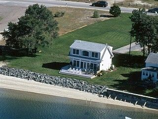 Waterfront Coastal Cottage with Private Beach - Pine Point