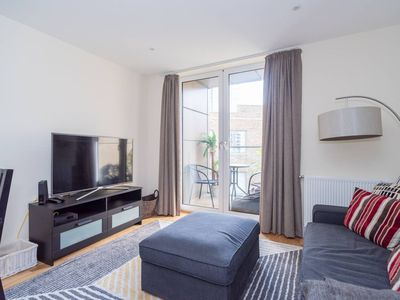 Photo for Beautiful 2 bed 2 bathroom flat with 2 balconies