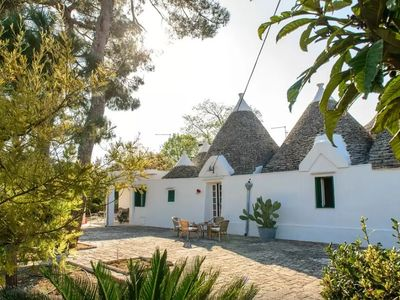 Photo for Spacious roundhouse (Trullo) with great garden - Trullo delle Acacie