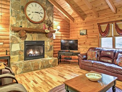 Hot Tub, WiFi, Pool Table - Large Family Fun Cabin - Lakewood - 300 acres in Red River Gorge, KY!