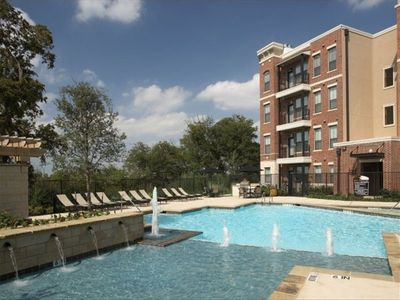 Photo for Pied-à-terre with Beautiful Skylines & Uptown Living in Ft. Worth