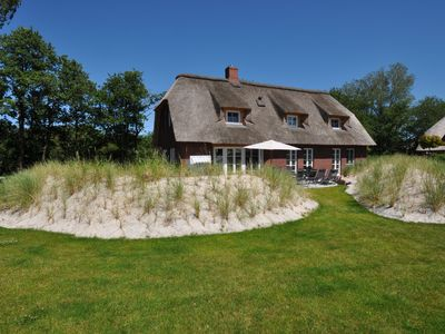 Photo for Generous thatch-roof house 5Sterne luxury with park-like grounds